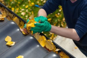 Fort Collins roofing company inspects and repairs gutters